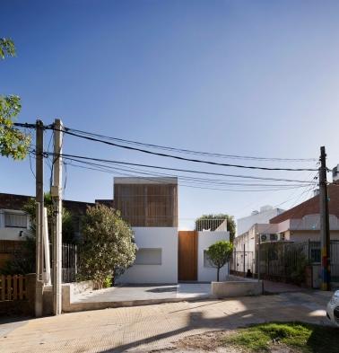 http://federicocairoli.com/files/gimgs/th-152_01_Casa-Plaza---©-Federico-Cairoli-(low).jpg