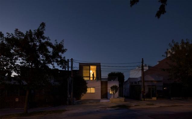 http://federicocairoli.com/files/gimgs/th-152_49_Casa-Plaza---©-Federico-Cairoli-(low).jpg