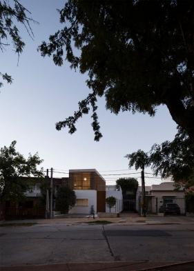 http://federicocairoli.com/files/gimgs/th-152_46_Casa-Plaza---©-Federico-Cairoli-(low).jpg