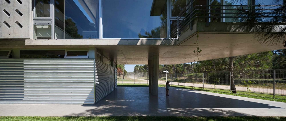http://federicocairoli.com/files/gimgs/th-106_10_Casa Alamos - © Federico Cairoli (low).jpg