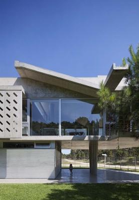 http://federicocairoli.com/files/gimgs/th-106_08_Casa Alamos - © Federico Cairoli (low).jpg