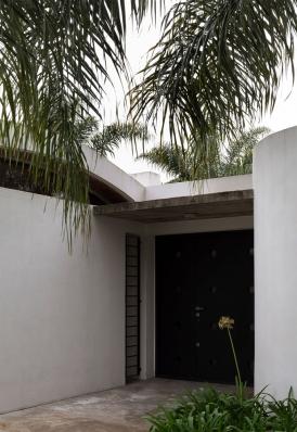 http://federicocairoli.com/files/gimgs/th-130_23_Casa-HQ---©-Federico-Cairoli-(low).jpg