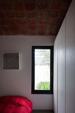 http://federicocairoli.com/files/gimgs/th-130_37_Casa-HQ---©-Federico-Cairoli-(low).jpg