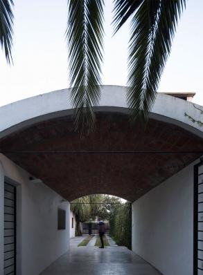 http://federicocairoli.com/files/gimgs/th-130_60_Casa-HQ---©-Federico-Cairoli-(low).jpg