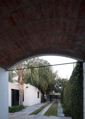 http://federicocairoli.com/files/gimgs/th-130_61_Casa-HQ---©-Federico-Cairoli-(low).jpg