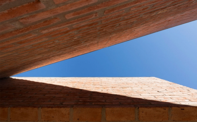http://federicocairoli.com/files/gimgs/th-133_19_Casa-B+R---©-Federico-Cairoli-(low).jpg