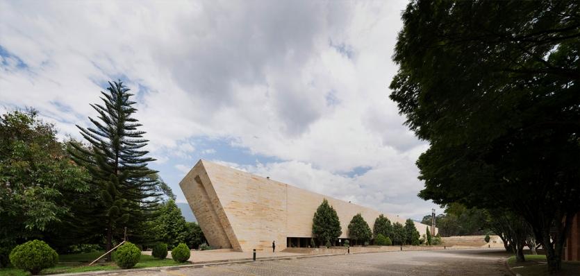 http://federicocairoli.com/files/gimgs/th-142_01_Templo-de-las-Cenizas-y-Crematorio---©-Federico-Cairoli-(low).jpg