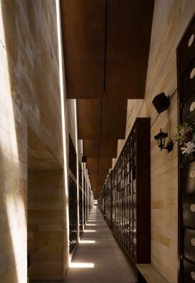 http://federicocairoli.com/files/gimgs/th-142_08_Templo-de-las-Cenizas-y-Crematorio---©-Federico-Cairoli-(low).jpg
