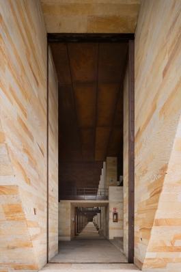 http://federicocairoli.com/files/gimgs/th-142_02_Templo-de-las-Cenizas-y-Crematorio---©-Federico-Cairoli-(low).jpg