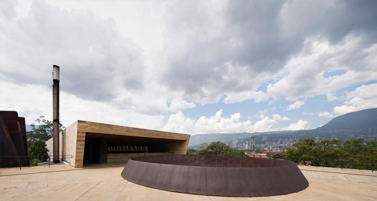 http://federicocairoli.com/files/gimgs/th-142_27_Templo-de-las-Cenizas-y-Crematorio---©-Federico-Cairoli-(low).jpg