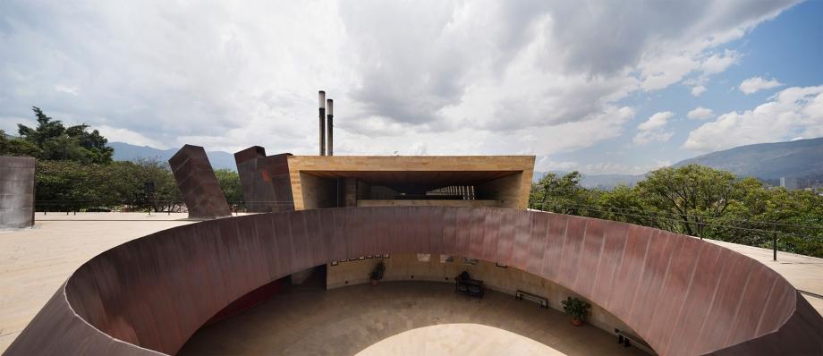 http://federicocairoli.com/files/gimgs/th-142_28_Templo-de-las-Cenizas-y-Crematorio---©-Federico-Cairoli-(low).jpg