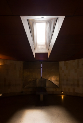 http://federicocairoli.com/files/gimgs/th-142_32_Templo-de-las-Cenizas-y-Crematorio---©-Federico-Cairoli-(low).jpg