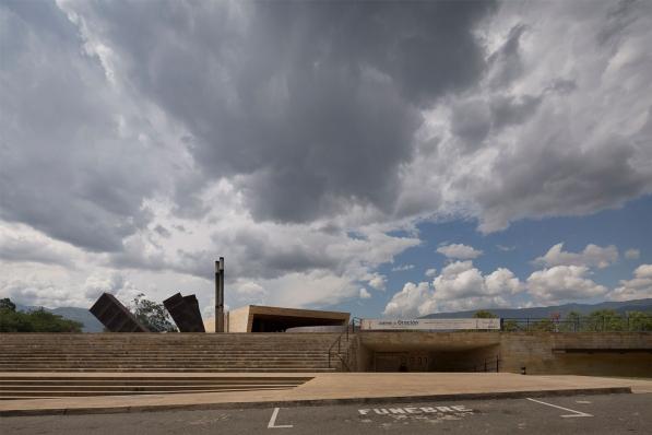 http://federicocairoli.com/files/gimgs/th-142_33_Templo-de-las-Cenizas-y-Crematorio---©-Federico-Cairoli-(low).jpg