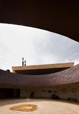 http://federicocairoli.com/files/gimgs/th-142_29_Templo-de-las-Cenizas-y-Crematorio---©-Federico-Cairoli-(low).jpg