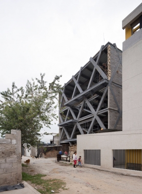 http://federicocairoli.com/files/gimgs/th-145_03_Edificio-Melies---©-Federico-Cairoli-(low).jpg