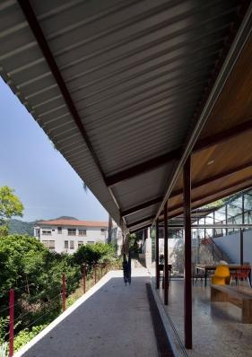 http://federicocairoli.com/files/gimgs/th-147_37_Casa-en-Santa-Teresa---©-Federico-Cairoli-(low).jpg