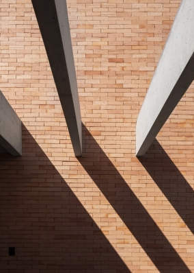 http://federicocairoli.com/files/gimgs/th-261_15_Casa Patio - © Federico Cairoli (low).jpg