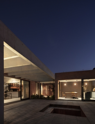 http://federicocairoli.com/files/gimgs/th-261_29_Casa Patio - © Federico Cairoli (low).jpg