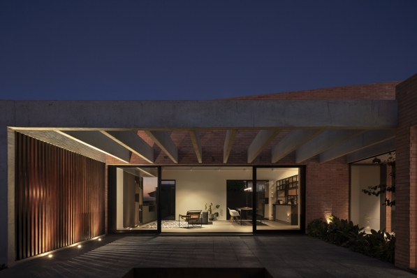 http://federicocairoli.com/files/gimgs/th-261_28_Casa Patio - © Federico Cairoli (low).jpg