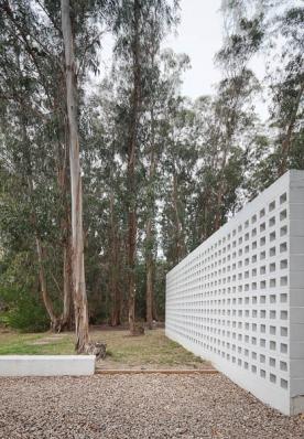 http://federicocairoli.com/files/gimgs/th-75_06_Casa de Bloques - © Federico Cairoli (low).jpg