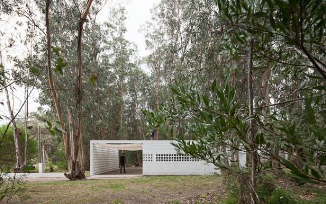 http://federicocairoli.com/files/gimgs/th-75_13_Casa de Bloques - © Federico Cairoli (low).jpg