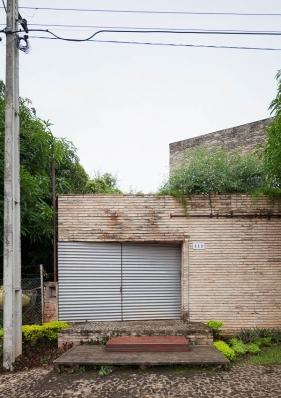 http://federicocairoli.com/files/gimgs/th-76_02_Gabinete de Arquitectura - Ph_Federico Cairoli (low)_v2.jpg