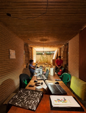http://federicocairoli.com/files/gimgs/th-76_09_Gabinete de Arquitectura - Ph_Federico Cairoli (low)_v2.jpg