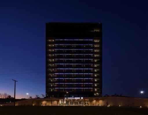 http://federicocairoli.com/files/gimgs/th-96_42_Hotel UNL - ATE - © Federico Cairoli (low).jpg