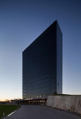 http://federicocairoli.com/files/gimgs/th-96_37_Hotel UNL - ATE - © Federico Cairoli (low).jpg