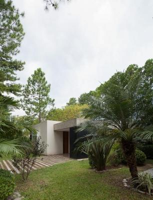 http://federicocairoli.com/files/gimgs/th-63_03_Casa en el Pinar - Ph_Federico Cairoli (low).jpg