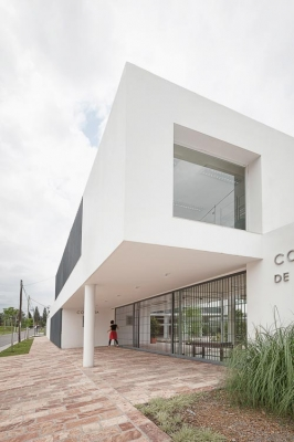 http://federicocairoli.com/files/gimgs/th-13_13_Colegio de  Médicos de Salta - Ph_Federico Cairoli (low).jpg