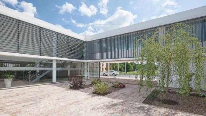 http://federicocairoli.com/files/gimgs/th-13_20_Colegio de  Médicos de Salta - Ph_Federico Cairoli (low).jpg
