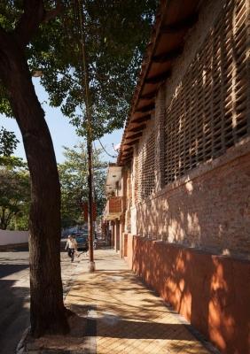 http://federicocairoli.com/files/gimgs/th-22_04_Casa Ilona - Ph_Federico Cairoli (low).jpg