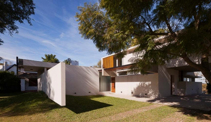 http://federicocairoli.com/files/gimgs/th-51_23_Casa Lottersberger - Ph_Federico Cairoli (low).jpg