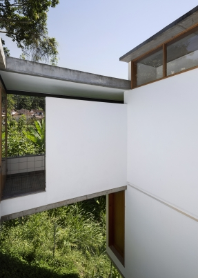 http://federicocairoli.com/files/gimgs/th-311_10_Casa Henrique Cunha - © Federico Cairoli (low).jpg