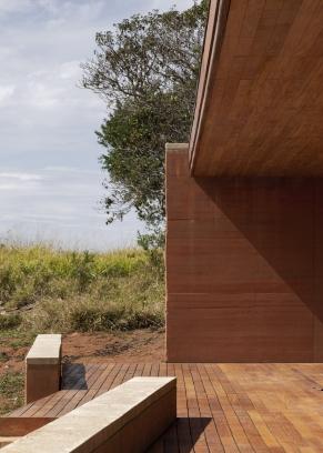 http://federicocairoli.com/files/gimgs/th-339_44_Casa em Cunha - © Federico Cairoli (low).jpg
