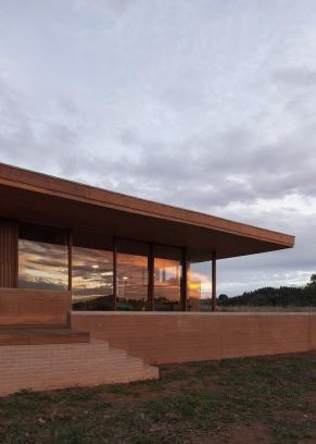 http://federicocairoli.com/files/gimgs/th-339_69_Casa em Cunha - © Federico Cairoli (low).jpg