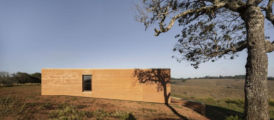 http://federicocairoli.com/files/gimgs/th-339_12_Casa em Cunha - © Federico Cairoli (low).jpg