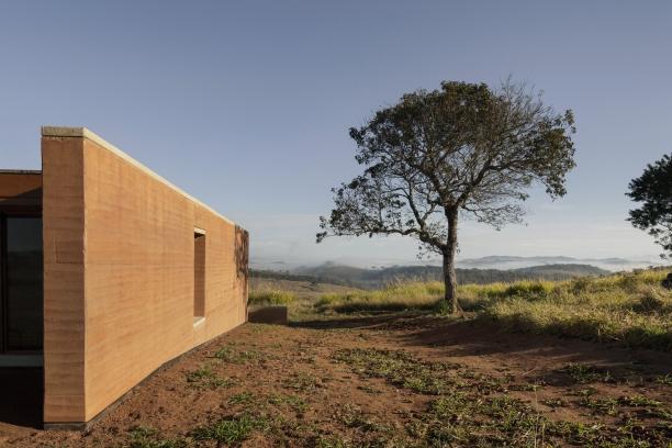 http://federicocairoli.com/files/gimgs/th-339_05_Casa em Cunha - © Federico Cairoli (low).jpg