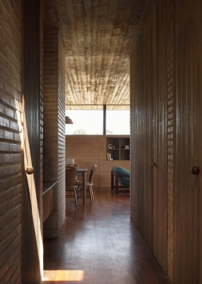 http://federicocairoli.com/files/gimgs/th-339_36_Casa em Cunha - © Federico Cairoli (low).jpg