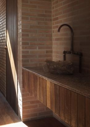 http://federicocairoli.com/files/gimgs/th-339_37_Casa em Cunha - © Federico Cairoli (low).jpg