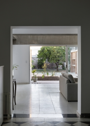 http://federicocairoli.com/files/gimgs/th-387_01_Casa para Jorgelina - © Federico Cairoli (low).jpg