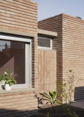 http://federicocairoli.com/files/gimgs/th-387_03_Casa para Jorgelina - © Federico Cairoli (low).jpg