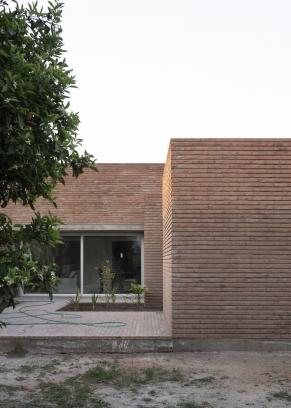 http://federicocairoli.com/files/gimgs/th-387_08_Casa para Jorgelina - © Federico Cairoli (low).jpg