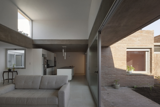 http://federicocairoli.com/files/gimgs/th-387_05_Casa para Jorgelina - © Federico Cairoli (low).jpg