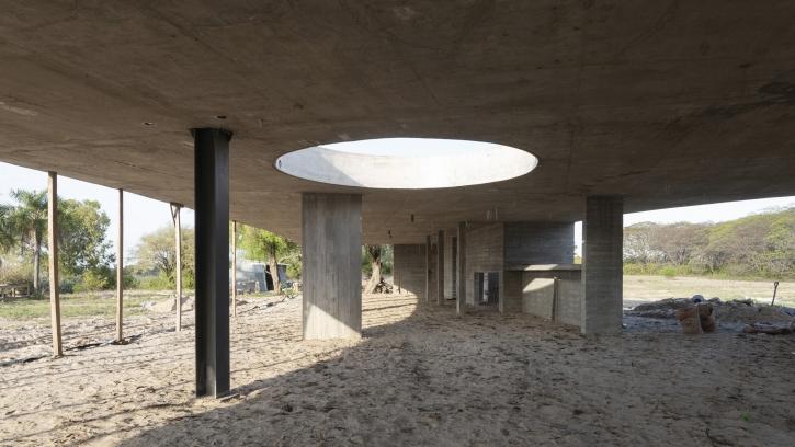 http://federicocairoli.com/files/gimgs/th-390_02_Casa en la Laguna - © Federico Cairoli (low).jpg