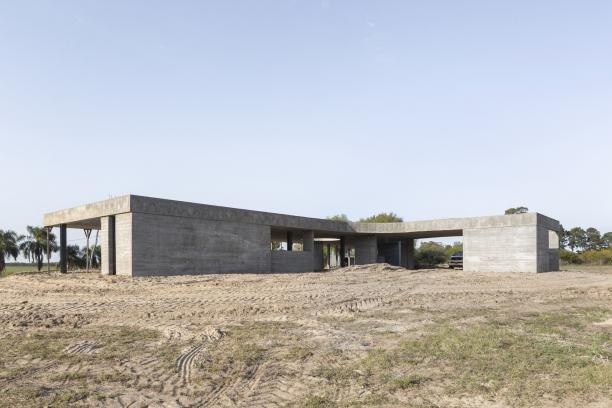 http://federicocairoli.com/files/gimgs/th-390_10_Casa en la Laguna - © Federico Cairoli (low).jpg
